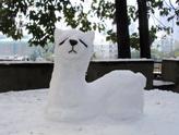 草泥马雪人:下雪了,我用雪堆了一只草泥马^__^